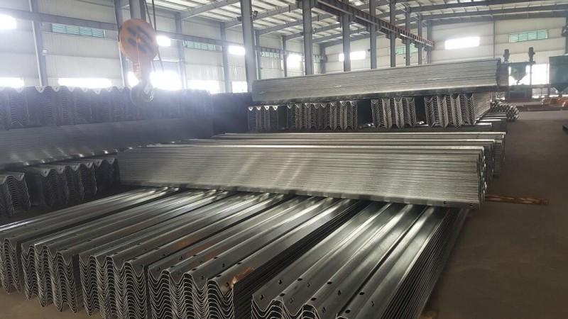 淮北波形梁护栏板厂家,专业生产波形梁护栏板,厂家直销